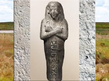 D'après le nœud d'Isis et le pilier Djed, dans les mains du grand serviteur de Paser, vizir de Thèbes sous Ramsès II, diorite, Nouvel Empire, Égypte Ancienne. (Marsailly/Blogostelle)