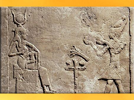 D'après la déesse Isis allaitant et Cléopâtre VII, stèle calcaire, vers 51-30 avjc, époque Ptolémaïque,Égypte Ancienne. (Marsailly/Blogostelle)