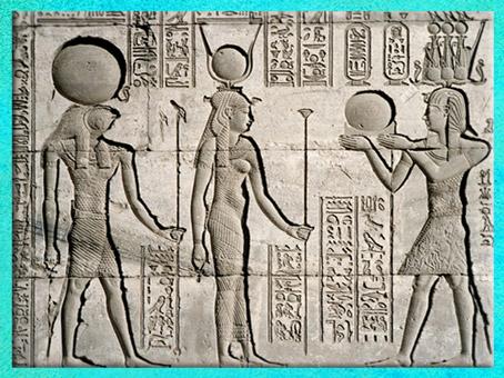 D'après le dieu Rê et la déesse Isis, avec un sceptre papyrus, bas-relief du temple de Dendérah, Égypte Ancienne. (Marsailly/Blogostelle)