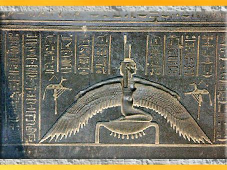 D'après la déesse Isis ailée, cuve du sarcophage de Djedhor, XXXe dynastie, époque Ptolémaïque, Égypte Ancienne. (Marsailly/Blogostelle)
