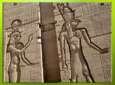 D'après la déesse Isis et Horus, temple d'Isis de Philae, déplacé sur l'île d'Aguilkia, région d'Assouan, XXXe dynastie-époque romaine, Égypte Ancienne. (Marsailly/Blogostelle)