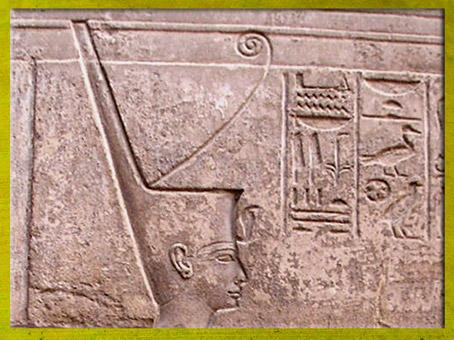 D'après la déesse Neith coiffée de la couronne Rouge de la Basse-Egypte, temple de Louxor, XIXe dynastie, Nouvel Empire, Égypte ancienne. (Marsailly/Blogostelle)