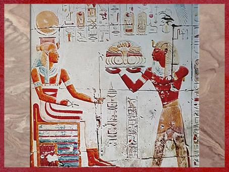D'après la déesse Isis, coiffe vautour et disque solaire, offrandes de pharaon, chapelle d'Isis, temple du roi Sethi Ier, Abydos, XIXe dynastie, Nouvel Empire, Égypte Ancienne. (Marsailly/Blogostelle)