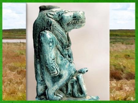 D'après la déesse Taouret-Thouéris, associée au serpent, symbole de fertilité, statuette, faïence, Basse Époque, Égypte Ancienne. (Marsailly/Blogostelle)