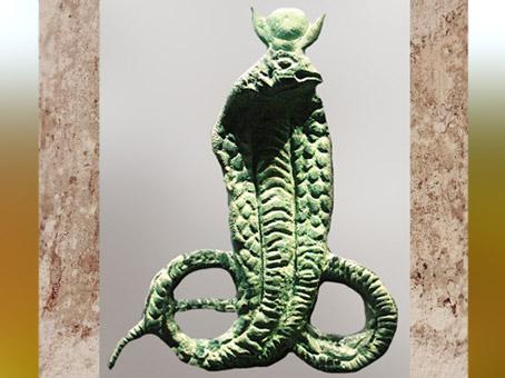 D'après la déesse serpent Isis-Thermouthis, figurine en bronze, Amrit, Syrie, Ier-IIe siècle apjc, période Romaine. (Marsailly/Blogostelle)