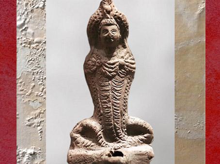 D'après la déesse-serpent Isis-Thermouthis, figurine, terre cuite, Ie-IIIe siècle apjc, époque gréco-romaine, Égypte Ancienne. (Marsailly/Blogostelle)