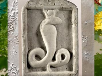 D'après la déesse-serpent Isis-Thermouthis, marbre, IIe siècle apjc, époque Romaine, Alexandrie, Égypte Ancienne. (Marsailly/Blogostelle)