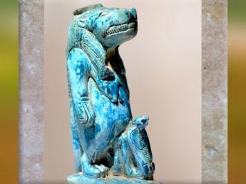D'après la déesse hippopotame Taouret-Thouéris, et cobra, statuette en faïence, vers 663- 525 avjc, Basse Époque, Égypte ancienne. (Marsailly/Blogostelle)