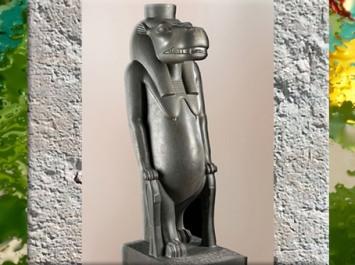 D'après la déesse Taouret-Thouéris et les nœuds d'Isis, grauwacke poli, XXVIe dynastie dite Saïte, règne de Psammétique Ier, Karnak, Basse Époque, Égypte ancienne. (Marsailly/Blogostelle)