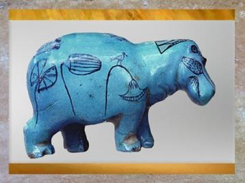D'après un hippopotame, papyrus et oiseau, faïence, nécropole de Dra Abou el-Naga, Thèbes, Moyen Empire, Égypte Ancienne. (Marsailly/Blogostelle)