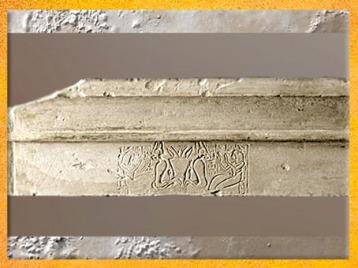 D'après la déesse Renenoutet vénérée par Hornefer et Nebdjefaou, détail, relief d'un linteau en calcaire, vers 1290-1070 avjc, XIXe dynastie, Nouvel Empire, Égypte Ancienne. (Marsailly/Blogostelle)