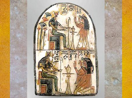 D'après la déesse Renenoutet, stèle de Mutnofret, calcaire peint, XIXe-XXe dynastie, Deir el-Médineh, Thèbes, Nouvel Empire, Égypte Ancienne. (Marsailly/Blogostelle)