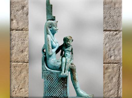 D'après la déesse-mère Isis allaitant Horus, bronze, incrustations d'argent, VIIe siècle avjc, Basse Époque, Égypte Ancienne. (Marsailly/Blogostelle)