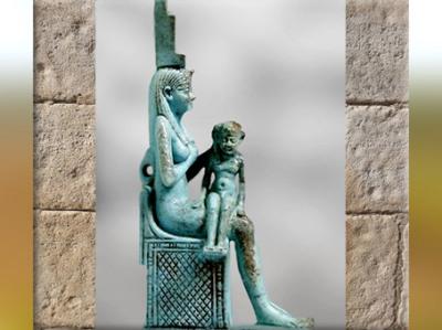 D'après la déesse-mère Isis allaitant Horus, bronze, incrustations argent, VIIe siècle avjc, Basse Époque, Égypte Ancienne. (Marsailly/Blogostelle)