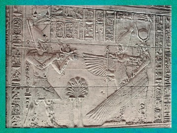 D'après Osiris et la déesse Isis ailée recevant des offrandes de pharaon, temple d'Isis, vers 380-300 apjc, temple d'Isis, Philae, XXXe dynastie-époque romaine, Aguilkia, Assouan,Égypte Ancienne. (Marsailly/Blogostelle)
