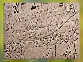 D'après la déesse Isis dans sa barque de procession, relief en creu, temple de Philae, XXXe dynastie-époque romaine, île d'Aguilkia, Assouan, Égypte Ancienne. (Marsailly/Blogostelle)
