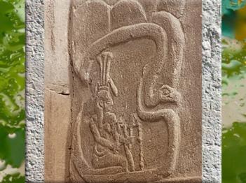 D'après Hâpy, dieu Nil qui déverse de l'eau, et serpent, porte d'Hadrien, temple de Philae, XXX dynastie-époque romaine, Aguilkia, Assouan, Égypte Ancienne. (Marsailly/Blogostelle)