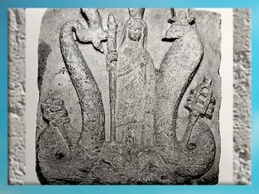 D'après Isis-Thermouthis, Déméter, et Osiris-Agathodémon, calcaire, époque gréco-romaine Ier avjc -IVe siècle apjc, Égypte Ancienne. (Marsailly/Blogostelle)