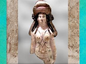 D'après la déesse Isis-Aphrodite, terre cuite polychrome, Alexandrie, Ier siècle apjc époque Romaine. (Marsailly/Blogostelle)