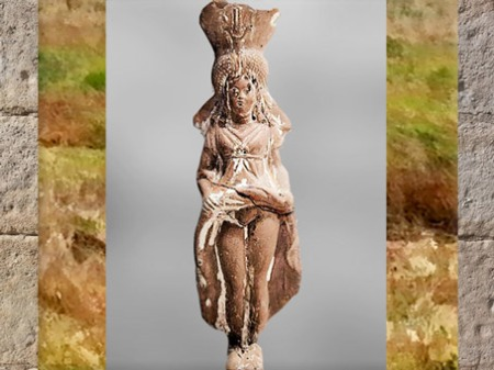 D'après la déesse Isis-Aphrodite-Ishtar, qui dévoile sa nudité, terre cuite, vers IIe-Ier siècle avjc, époque Romaine. (Marsailly/Blogostelle)