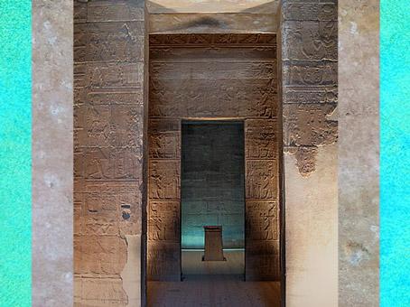 D'après une vue intérieure du temple d'Isis de Philae, XXXe dynastie-époque romaine, Égypte Ancienne. (Marsailly/Blogostelle)