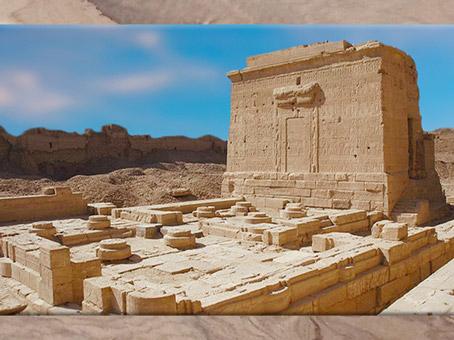 'après le Mammisi voué à la déesse Isis, temple de la Naissance, sanctuaire d'Hathor, Dendéra, époque de Pépi Ier aux rois Ptolémaïques, Égypte Ancienne. (Marsailly/Blogostelle)
