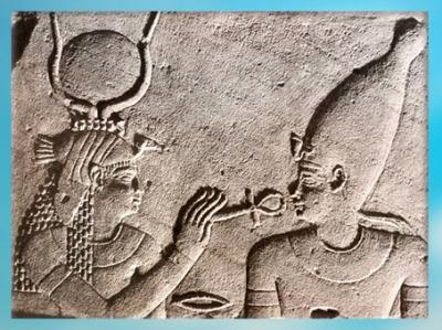D'après la déesse Isis, Ankh, symbole de Vie, et Osiris, relief, vers 380 avjc- 300 apjc, temple d'Isis de Philae, XXX dynastie-époque romaine, Aguilkia, Assouan, Égypte ancienne. (Marsailly/Blogostelle)