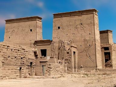 D'après le temple d'Isis, Philae et ses pylônes, XXX dynastie-époque romaine, île d'Aguilkia, Assouan, Égypte Ancienne. (Marsailly/Blogostelle)