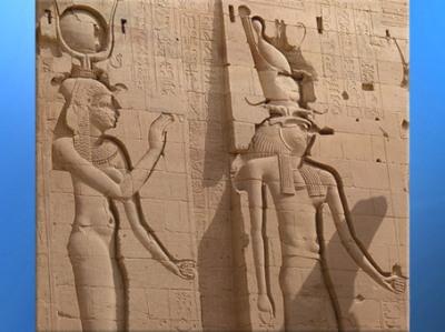 D'après la déesse Isis et son fils Horus Faucon, temple d'Isis, Philae, XXX dynastie-époque romaine, île d'Aguilkia, Assouan,Égypte Ancienne. (Marsailly/Blogostelle)
