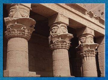 D'après les chapiteaux hathoriques, temple de Philae, XXXe dynastie-époque romaine, Aguilkia, Assouan, Égypte Ancienne. (Marsailly/Blogostelle)