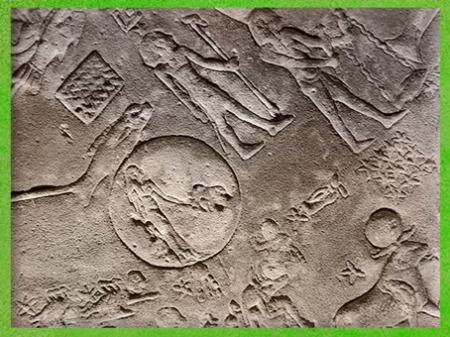 D'après la déesse Isis et Thôt babouin, éclipse solaire du 7 mars 51 avjc, zodiaque de Dendéra, détail, grès, temple d'Hathor, époque Ptolémaïque, Égypte Ancienne. (Marsailly/Blogostelle)