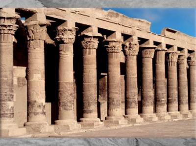 D'après la colonnade de la cour, temple de Philae, XXXe dynastie-époque romaine, Aguilkia, Assouan, Égypte Ancienne. (Marsailly/Blogostelle)