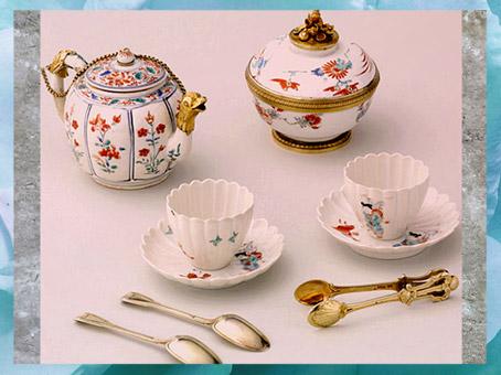 D'après des porcelaines de Chine et du Japon, monture argent doré, de Henry-Nicolas Cousinet, 1729, vaisselle de Marie Leczinska offerte par son époux Louis XV, style Rocaille, XVIIIe siècle, France. (Marsailly/Blogostelle)