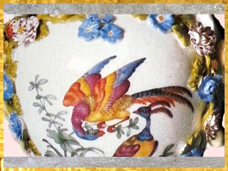 D'après un vase, paons, porcelaine dure de Meissen, à décor peint, vers 1750, Saxe, XVIIIe siècle, période Rocaille. (Marsailly/Blogostelle)