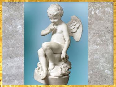 D'après L'Amour menaçant, d'Etienne- Maurice Falconet, Salon 1757, statue de marbre, provenant de l'hôtel d'Evreux, XVIIIe siècle, France. (Marsailly/Blogostelle)