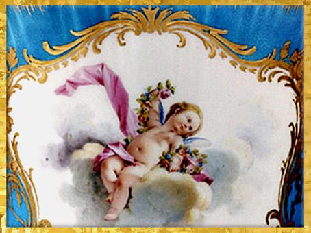D'après un vase, Cupidon, porcelaine, signée Charles-Nicolas Dodin (selon Boucher), 1755, manufacture de Vincennes-Sèvres, style Rocaille, XVIIIe siècle, France. (Marsailly/Blogostelle)