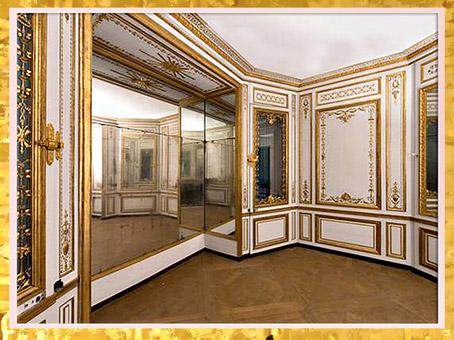 D'après le cabinet de la méridienne de Marie-Antoinette, reine de France, palais de Versailles, décor Rocaille, XVIIIe siècle, France. (Marsailly/Blogostelle)