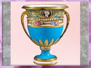 D'après le service de porcelaine de la tsarine Catherine II, vase, ouvrage de la manufacture de Sèvres, 1776 -1779, France, XVIIIe siècle. (Marsailly/Blogostelle)
