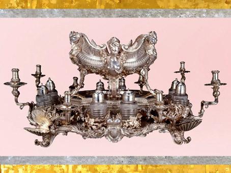 D'après un plat de table à condiments, de Claude Ballin II, 1724-1725, Paris, pour le tsar Pierre le Grand, XVIIIe siècle. (Marsailly/Blogostelle)
