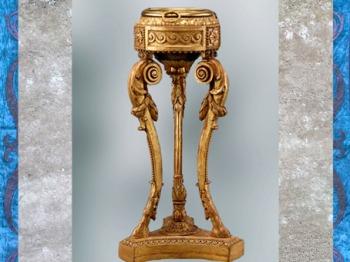 D'après une athénienne (trépied inspiré de l'antique), selon un dessin de Jean-Henri Eberts, 1773, pin sculpté et doré, laiton et bronze doré, XVIIIe siècle, France, style Néoclassique. (Marsailly/Blogostelle)