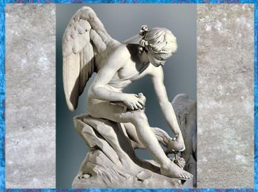 D'après L'Amour assis sur le bord de la mer et les colombes de Vénus, de Louis-Claude Vassé, 1755, marbre XVIIIe siècle, France, style Néoclassique. (Marsailly/Blogostelle)