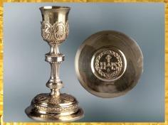 D'après un calice et sa patène, de l'orfèvre Séverin Parisy, 1789, argent doré, Paris, France, XVIIIe siècle. (Marsailly/Blogostelle)