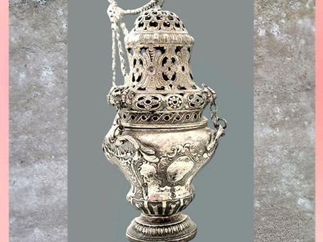 D'après un encensoir en argent, 1778 ou 1784 Alsace, atelier d'orfèvrerie des Schrick de Colmar, France, fin XVIIIe siècle. (Marsailly/Blogostelle)