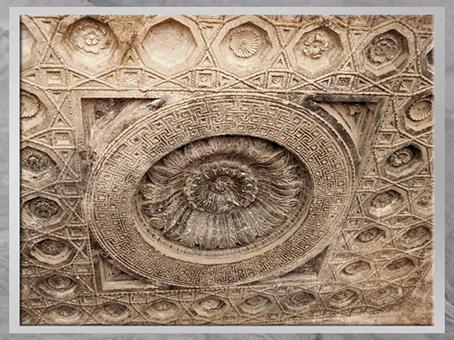D'après un décor floral, plafond sculpté, temple de Baal, Ier-IIIe siècle, antique Palmyre, Syrie. (Marsailly/Blogostelle)