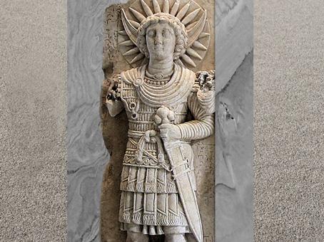 D'après Aglibôl, dieu-Lune, en tenue militaire, détail, relief cultuel, Ier siècle, calcaire, antique Palmyre, Syrie. (Marsailly/Blogostelle)