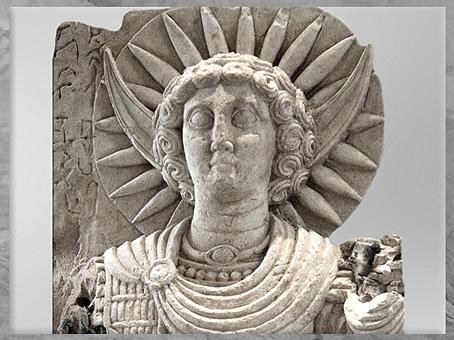 D'après Aglibôl, auréole, rayon solaire et croissant de Lune, relief cultuel, Ier siècle, calcaire, antique Palmyre, Syrie. (Marsailly/Blogostelle)
