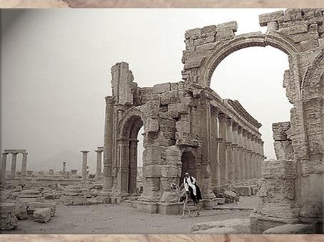 D'après les vestiges de l'antique cité caravanière de Palmyre, Ier-IIIe siècle, Syrie. (Marsailly/Blogostelle)
