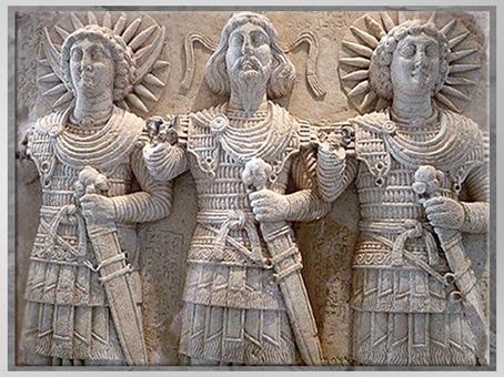 D'après la triade divine, Baalshamîn, Aglibôl et Malakbêl, relief cultuel, Ier siècle, calcaire, Palmyre, Syrie. (Marsailly/Blogostelle)