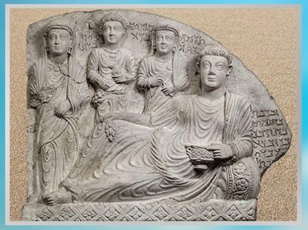 D'après le banquet de Zabdibôl, son fils et ses deux filles, stèle funéraire, calcaire, IIe-IIIe siècle, antique Palmyre, Syrie. (Marsailly/Blogostelle)