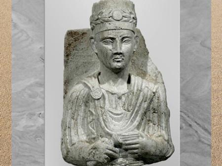 D'après le prêtre Zabdibôl, avec vase à libation et boîte à encens, buste funéraire, IIe siècle, antique Palmyre, Syrie. (Marsailly/Blogostelle)